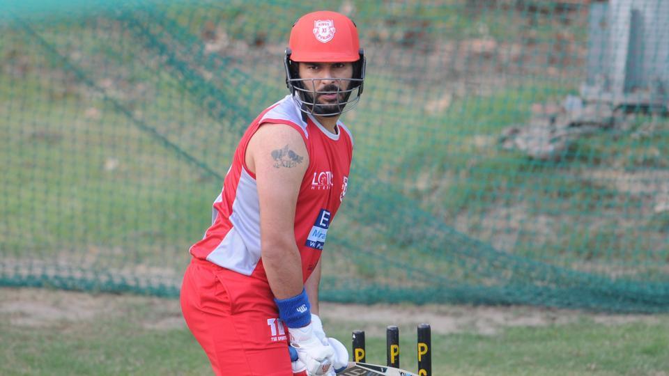 युवराज सिंह को चीयर करने पत्नी हेजल कीच के साथ पहुंची उनकी सबसे करीबी ये शख्स, लेकिन युवी को नहीं मिला बल्लेबाजी 2