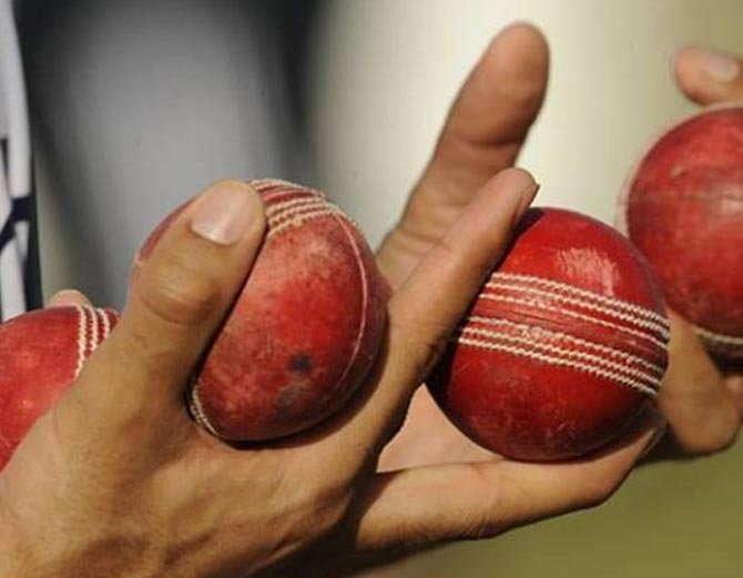 रिवर्स स्विंग के सुल्तान माने जाने वाले पाकिस्तान के पूर्व तेज गेंदबाज सरफराज नवाज ने बताया बिना बॉल टेम्परिंग के कैसे कराया जा सकता है रिवर्स स्विंग 2