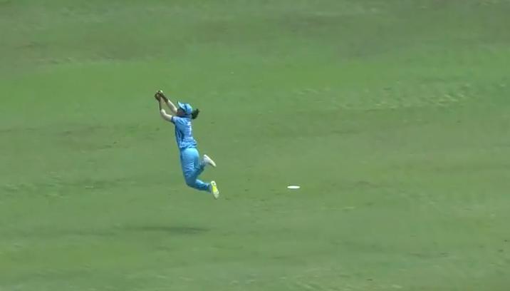 VIDEO: महिला आईपीएल में दिखा हरमनप्रीत कौर का सुपरवुमेन अवतार, पकड़ा इस सदी का सर्वश्रेष्ठ कैच 2