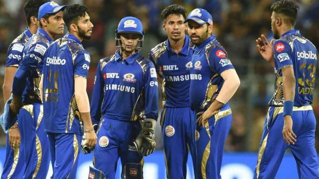 VIDEO: करो या मरो के मुकाबले में रोहित शर्मा ने दिया खिलाड़ियों को स्पेशल मैसेज, मैदान पर उतरने से पहले कही ये बात 7