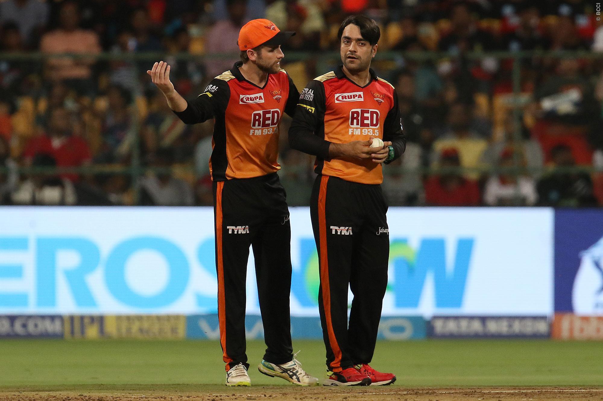 VIDEO: राशिद खान की इस करिश्माई गेंद ने किया कोहली को बोल्ड, स्पिनर के खिलाफ रहे है इस सीजन खराब आँकड़े 2
