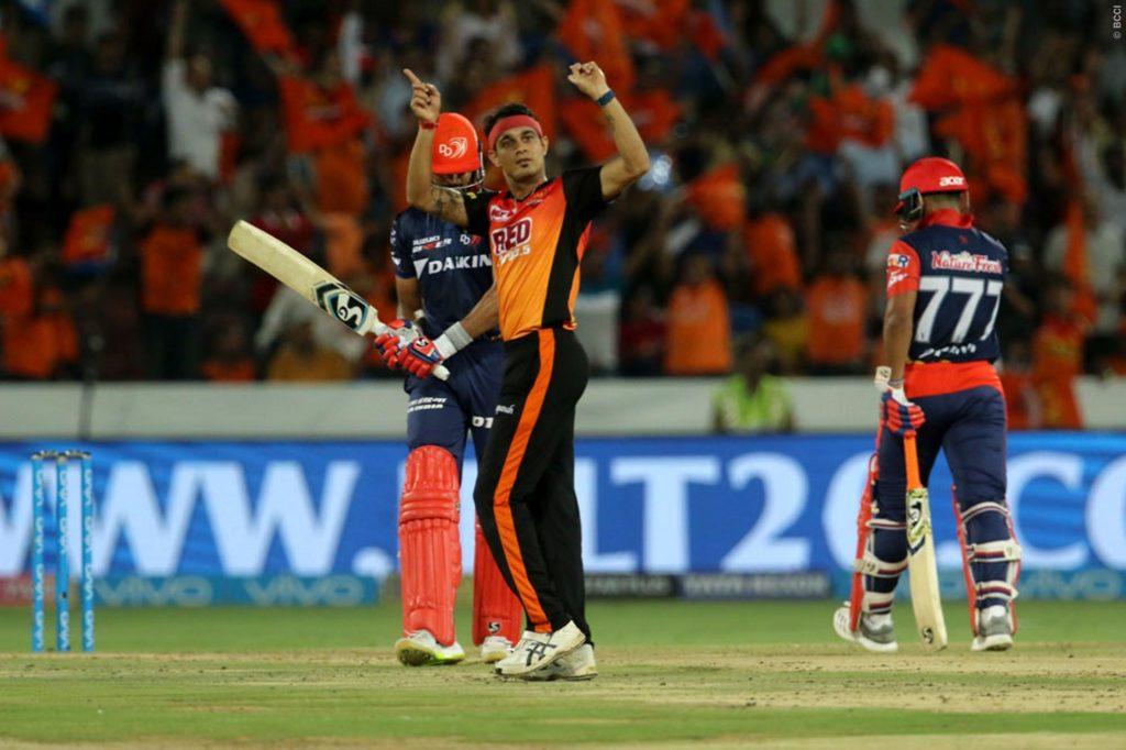 SRH VS DD- मैन ऑफ द मैच लेते हुए राशिद खान ने खोल डाला अपनी मिस्ट्री गेंद का राज, बताया क्यों बल्लेबाज नहीं पिक कर पाता गेंद 7