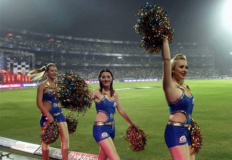 """आईपीएल 2018 में धोनी ने इन मामलों में विराट को भी छोड़ा और कहा, """"धोनी अभी जिंदा है"""" 2"""