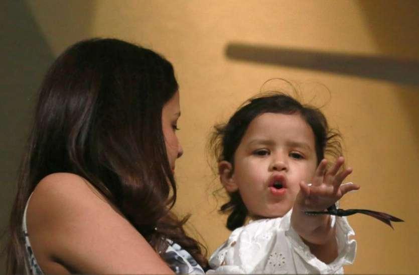 वीडियो : एमएस धोनी को बेटी जीवा को देख आई बचपन की याद किया कुछ ऐसा, पत्नी साक्षी ने बनाया वीडियो 2