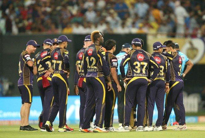 बाल-बाल बची कोलकाता नाईट राइडर्स की टीम, खिलाड़ियों ने कहा करीब से देखा मौत 13