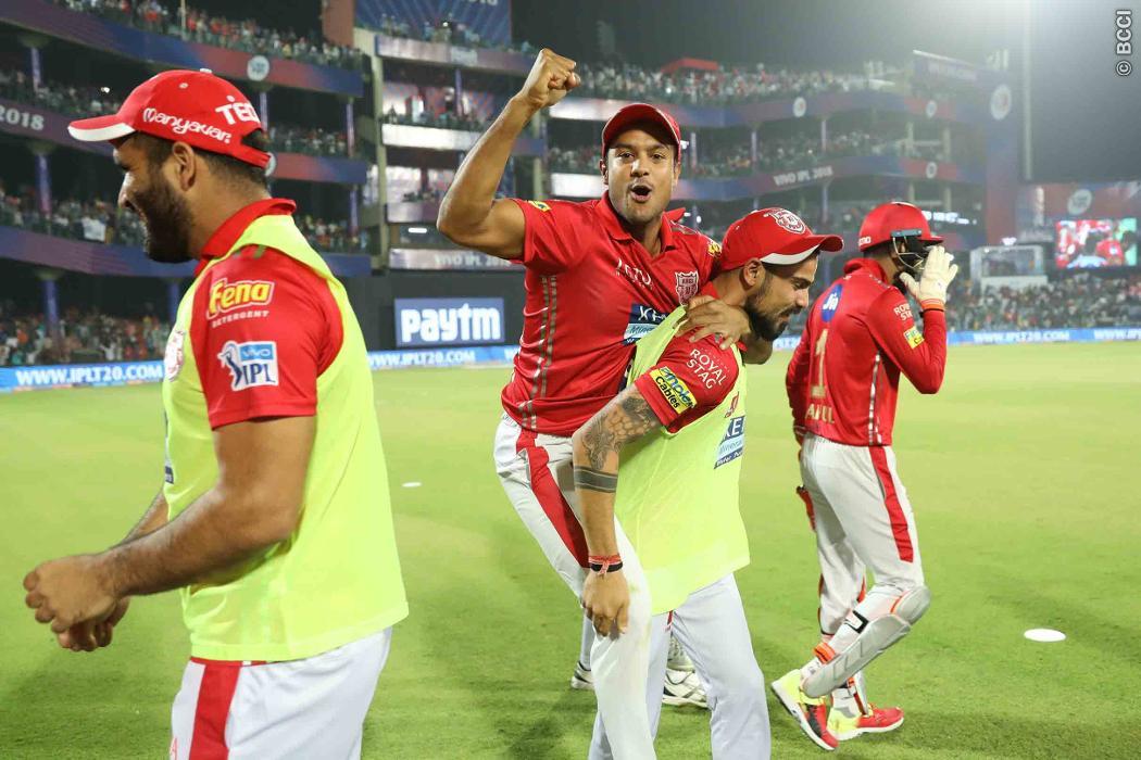 शर्मनाक: 2017-18 घरेलू सत्र में 2253 रन बनाने वाले इस खिलाड़ी ने आईपीएल में बनाये है 9 मैचों में महज 118 रन 14