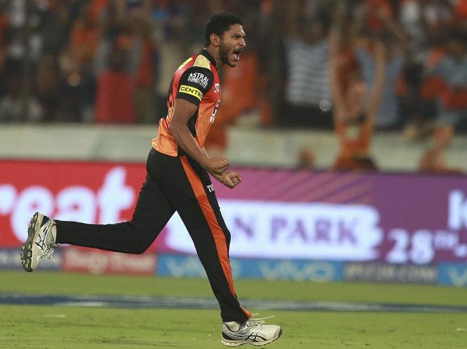बाल-बाल बची कोलकाता नाईट राइडर्स की टीम, खिलाड़ियों ने कहा करीब से देखा मौत 4