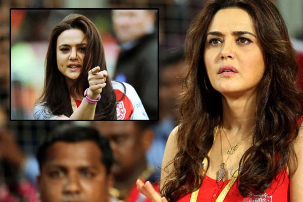किंग्स XI पंजाब के आईपीएल से बाहर होने के बाद फूटा प्रीति जिंटा का गुस्सा सबके सामने अब इन पर भड़क उठी प्रीति 3