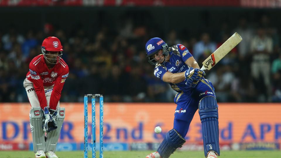 KXIPvsMI: मुंबई इंडियंस ने टाॅस जीतकर किया पहले गेंदबाजी का फैसला,टीम से किया गया इस दिग्गज को नजरअंदाज 1
