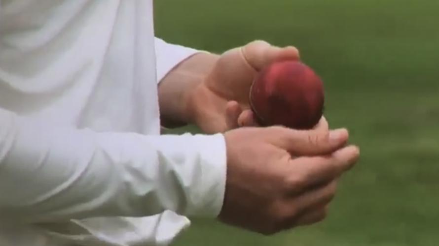 पाकिस्तान के इस खिलाड़ी ने शुरू की थी क्रिकेट में बॉल टेम्परिंग, पकड़े जाने पर लगा था 1 मैच का बैन 1