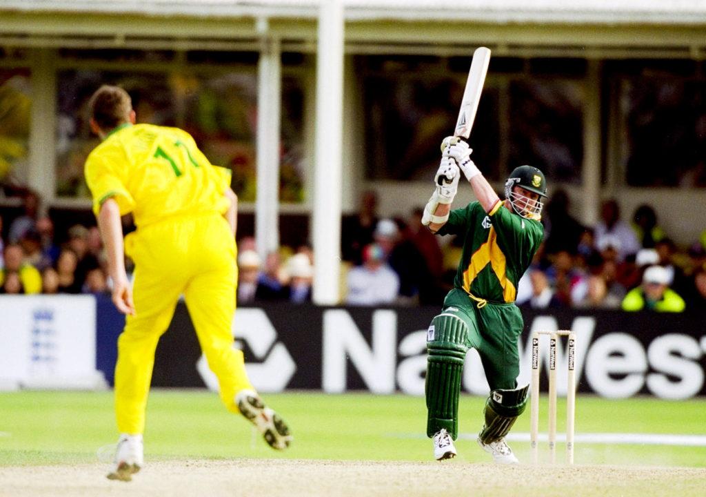 आज ही के दिन 20 साल पहले खेला गया था क्रिकेट इतिहास का सबसे रोचक मैच, जानिए मैच में कैसे रहा रोमांच अपने चरम पर 5