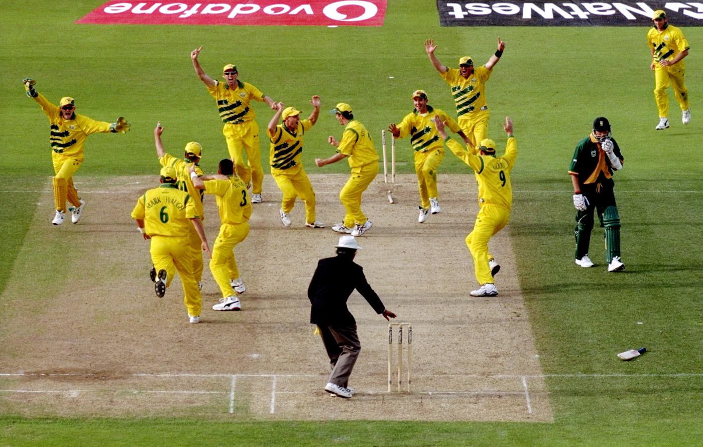 आज ही के दिन 20 साल पहले खेला गया था क्रिकेट इतिहास का सबसे रोचक मैच, जानिए मैच में कैसे रहा रोमांच अपने चरम पर