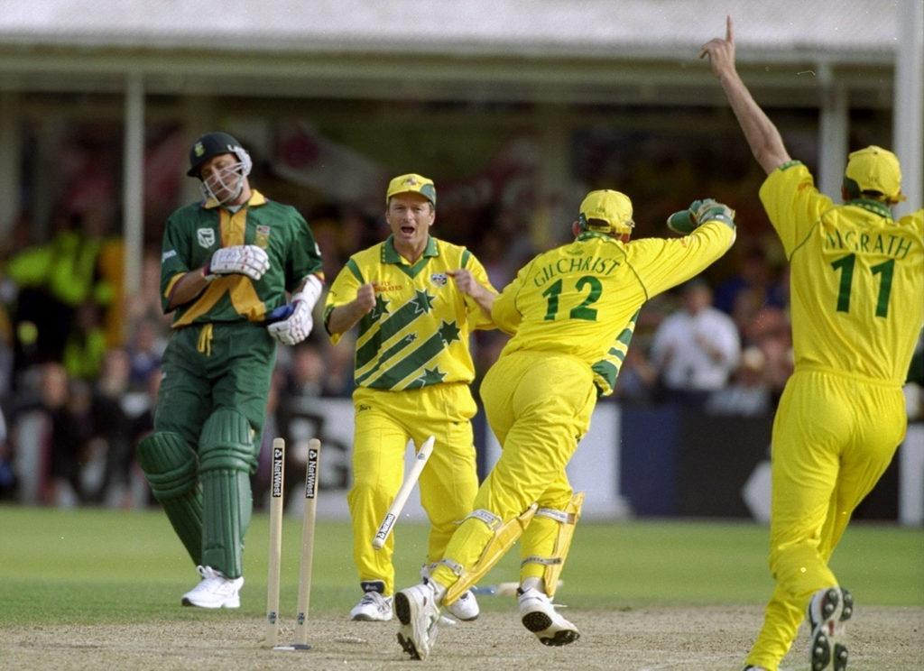 आज ही के दिन 20 साल पहले खेला गया था क्रिकेट इतिहास का सबसे रोचक मैच, जानिए मैच में कैसे रहा रोमांच अपने चरम पर 3