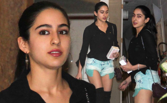 दादी शर्मिला टैगोर की राह पर चली सारा अली खान, 20 वर्षीय इस युवा क्रिकेटर पर है क्रश
