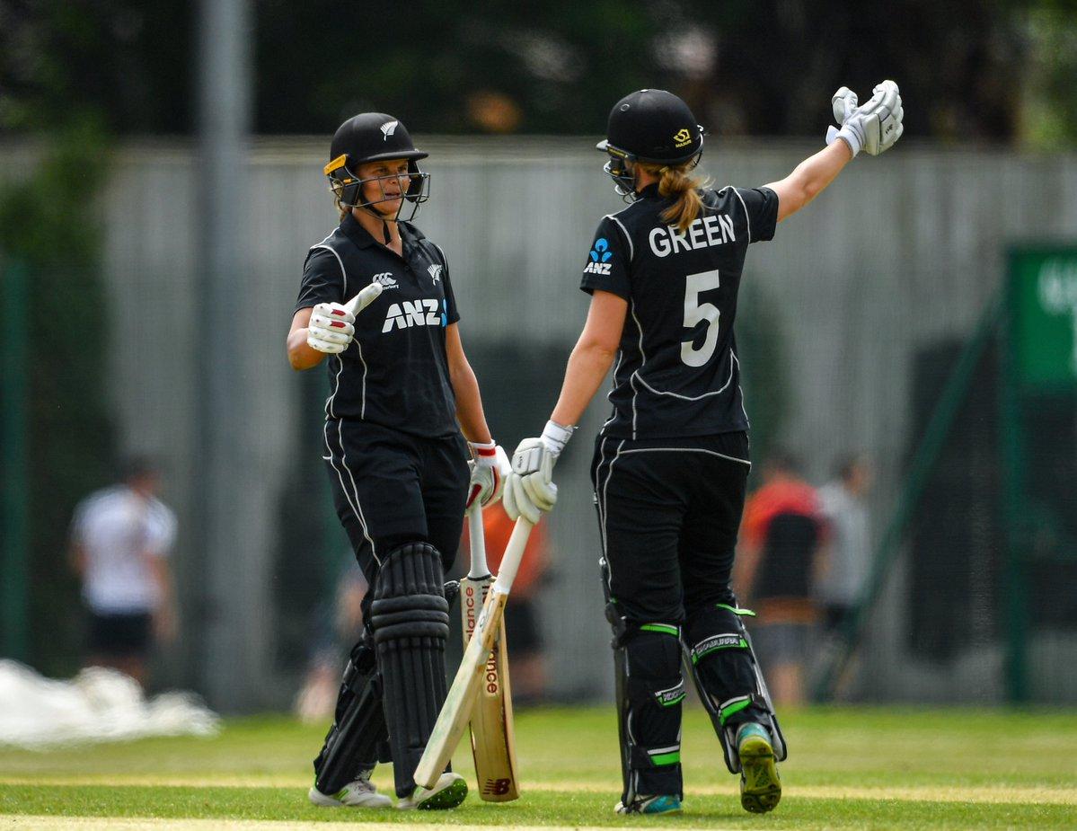 6 6 6 6 6 और 4 4 4 4 4.. के साथ न्यूज़ीलैंड की इस महिला खिलाड़ी ने बना डाले 232 रन टूटने से बचा रोहित शर्मा का विश्व रिकॉर्ड 7