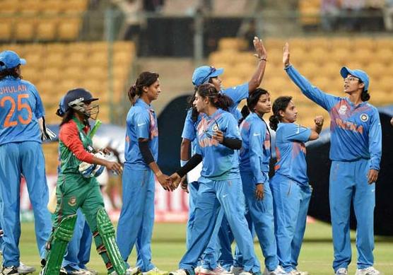 बांग्लादेश से मिली एशिया कप की हार से उबरी भारतीय कप्तान हरमनप्रीत ने प्रसंशको से नम आँखों से कही ये बात 4