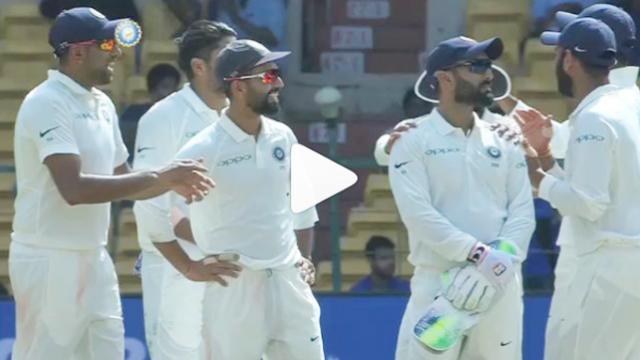 VIDEO: जब पूरी टीम दिनेश कार्तिक को दे रही थी रिव्यू के लिए बधाई तभी मुरली विजय ने कर दिया कुछ ऐसा कि फैंस ने किया जमकर ट्रोल