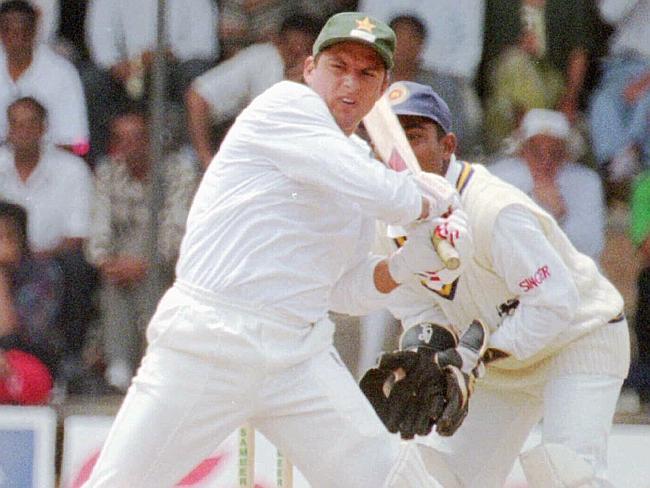 FACT: जब 16 साल की उम्र में अफरीदी ने किसी दूसरे खिलाड़ी के बल्ले से बना दिया था यह बड़ा रिकॉर्ड 14