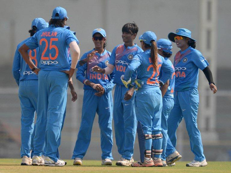 बांग्लादेश से मिली एशिया कप की हार से उबरी भारतीय कप्तान हरमनप्रीत ने प्रसंशको से नम आँखों से कही ये बात 3