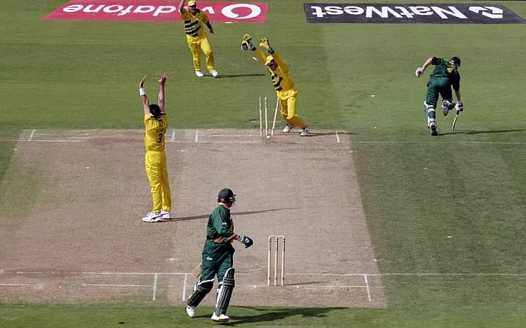 आज ही के दिन 20 साल पहले खेला गया था क्रिकेट इतिहास का सबसे रोचक मैच, जानिए मैच में कैसे रहा रोमांच अपने चरम पर 4