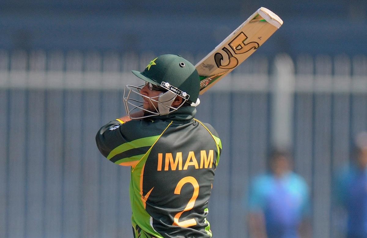 पाकिस्तान के इस 22 वर्षीय बल्लेबाज के सामने फेल है रन मशीन विराट कोहली, देख लीजिए आंकड़े 1