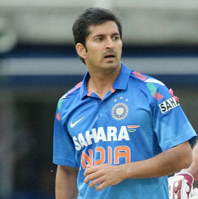3 भारतीय गेंदबाज जो शानदार शुरूआत के बाद हो गये फ्लॉप, नंबर-2 धोनी का चहेता 3