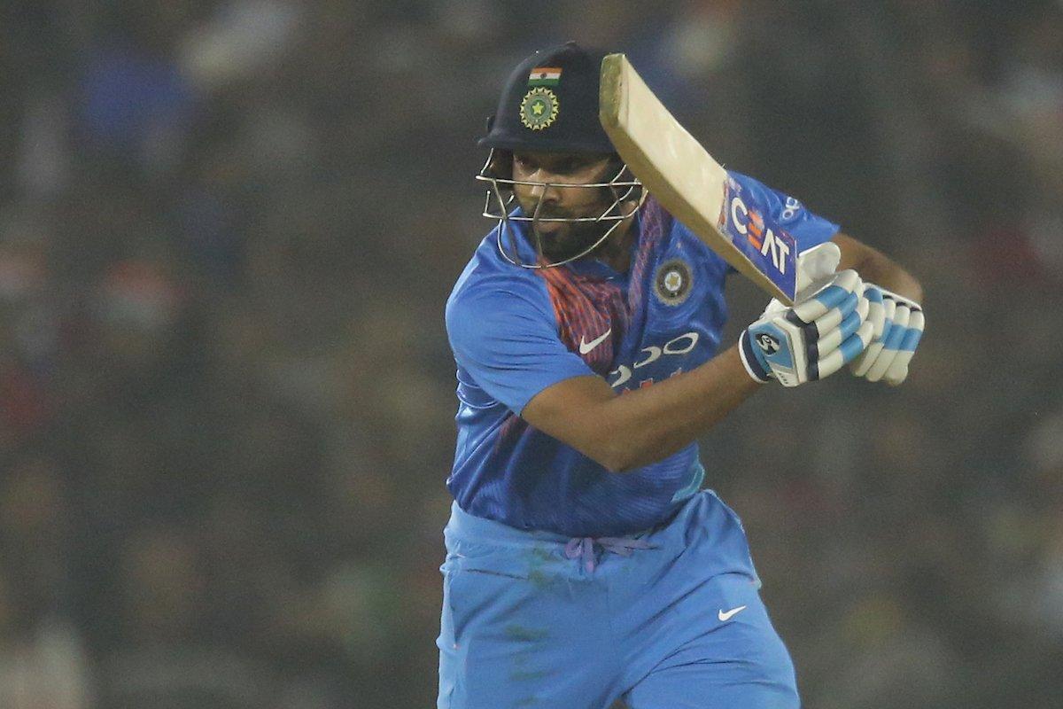 मैन ऑफ़ द मैच और सीरीज लेते हुए रोहित शर्मा ने खुद को नहीं बल्कि इस खिलाड़ी को बताया जीत का हीरो 1