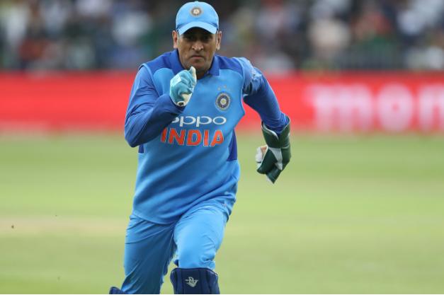 वीडियो : 13.2 ओवर में धोनी ने अगर नहीं लिया होता ये कैच तो शायद ही जीत पाता भारत 52