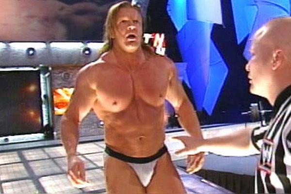 WWE रिंग में जब इस सुपर-स्टार के बदन पर रह गया सिर्फ़ एक कच्छा, अब विन्स मैकमोहन के बाद है कम्पनी का मालिक 2