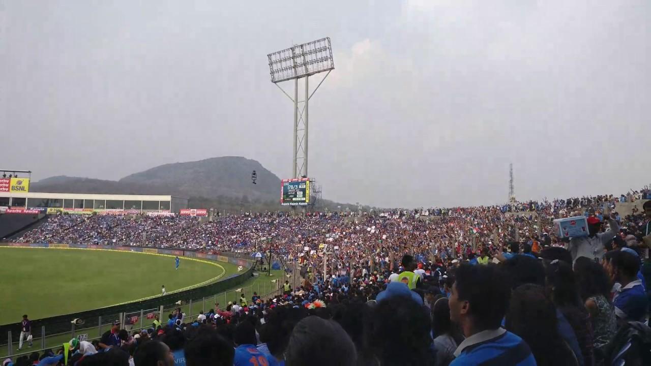 इंग्लैंड में मैच होते ही सबसे पहले इस भारतीय गेंदबाज को कर लिया जाता था टीम में शामिल