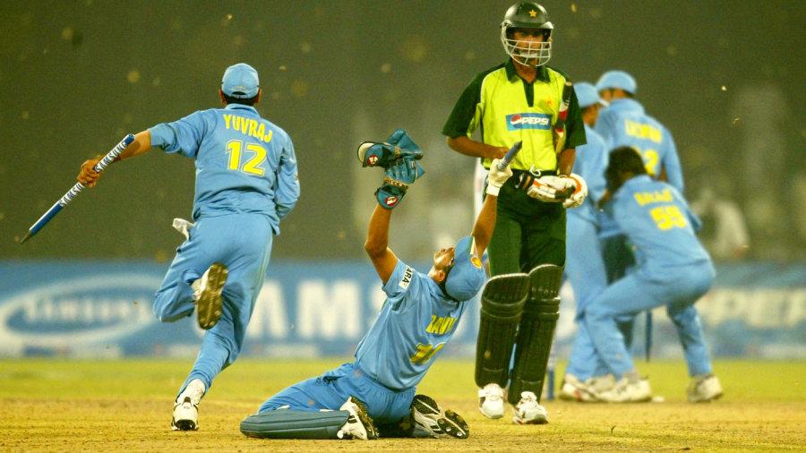 अटल बिहारी वाजपेयी ने ख़ास मैसेज लिखकर सौरव गांगुली को भेंट की थी बैट और फिर भारत ने जीता वो सीरीज 1