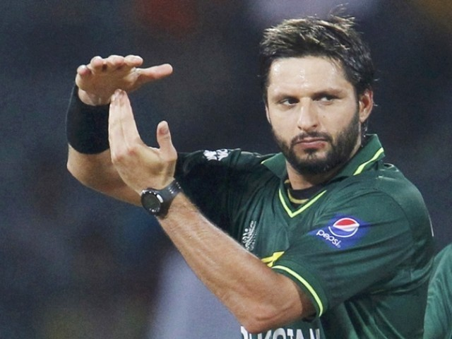 शाहिद अफरीदी ने बताया उस भारतीय बल्लेबाज का नाम जिसके सामने गेंदबाजी करने में छुट जाता था पसीना 15