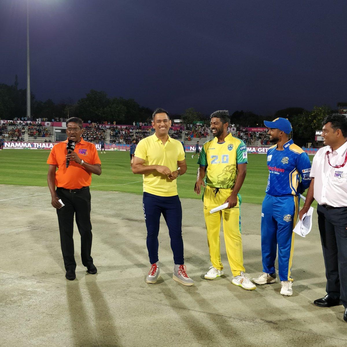TNPL में नजर आये पूर्व भारतीय कप्तान महेंद्र सिंह धोनी, प्रसंशको ने ख़ास अंदाज में किया स्वागत 16