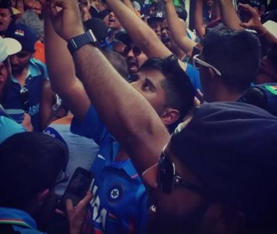 वीडियो : विराट कोहली के शतक को 'भारत आर्मी' ने ख़ास अंदाज में किया सेलिब्रेट 14