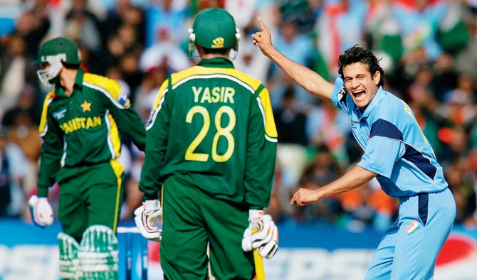 3 भारतीय गेंदबाज जो शानदार शुरूआत के बाद हो गये फ्लॉप, नंबर-2 धोनी का चहेता 1