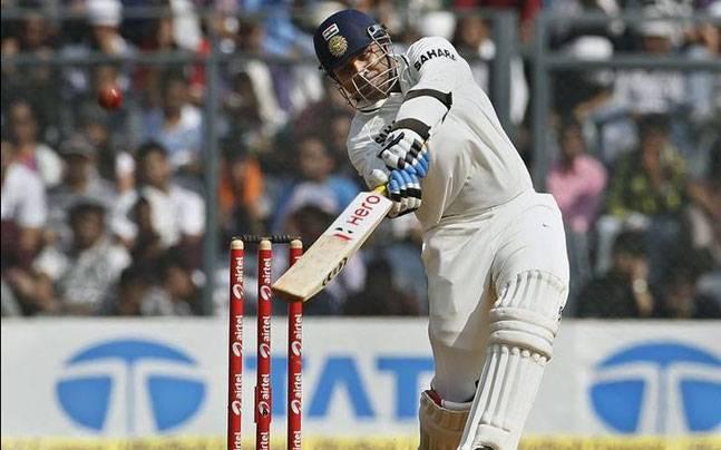 एशिया का एकमात्र भारतीय क्रिकेटर जिसने एक पारी में बनाये हैं 300 रन और लिया है 5 विकेट 2