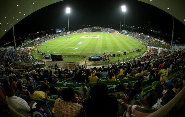 एशिया का एकमात्र भारतीय क्रिकेटर जिसने एक पारी में बनाये हैं 300 रन और लिया है 5 विकेट 1