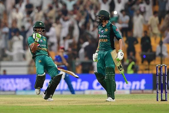 एशिया कप 2018- अफगान टीम के गेंदबाज अफताब के भावुक होने के बाद शोएब मलिक ने किया कुछ ऐसा कि जीत लिया हर किसी का दिल 1