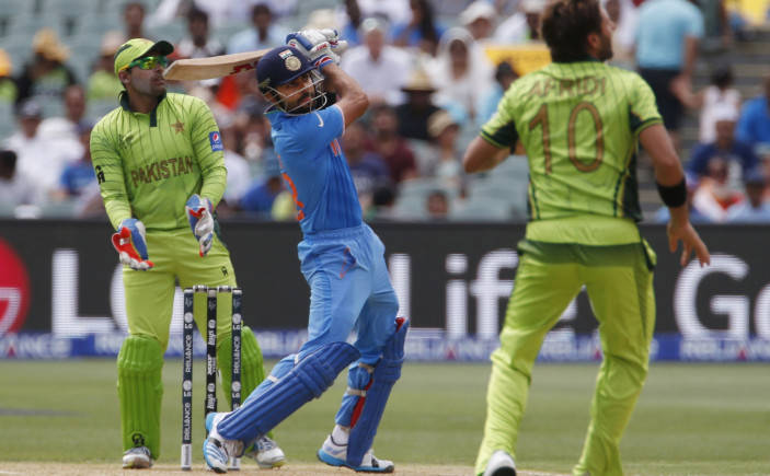 पाकिस्तान का ये दिग्गज हुआ कोहली का दीवाना, कहा सचिन और सुनील गावस्कर जैसे खिलाड़ियों की सूची में आता है 3