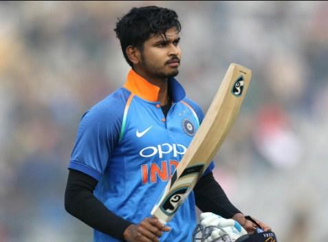 5 खिलाड़ी जिन्हें छोड़ देना चाहिए विश्व कप 2019 में खेलने का सपना, पहले 2 को ले लेना चाहिए वनडे से संन्यास 3