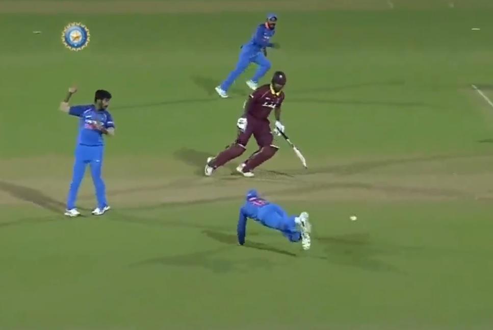INDvsWI: वीडियो: विराट कोहली ने किया ऐसा रन आउट, शायद ही कोई और कर पाए 1