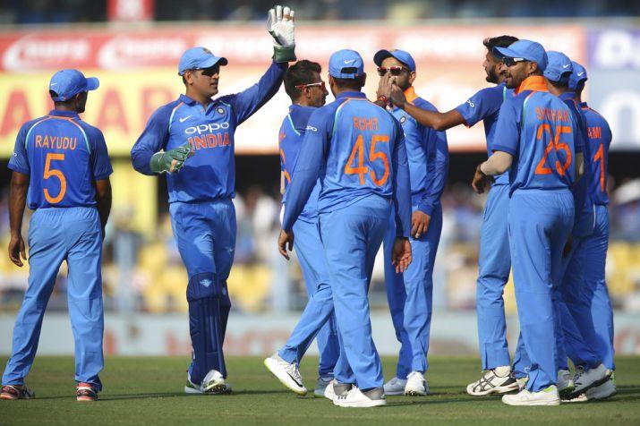 INDvsWI: विराट कोहली की शतकीय पारी के बाद भी हारा भारत तो उठी इस खिलाड़ी को टीम में शामिल करने की मांग 1
