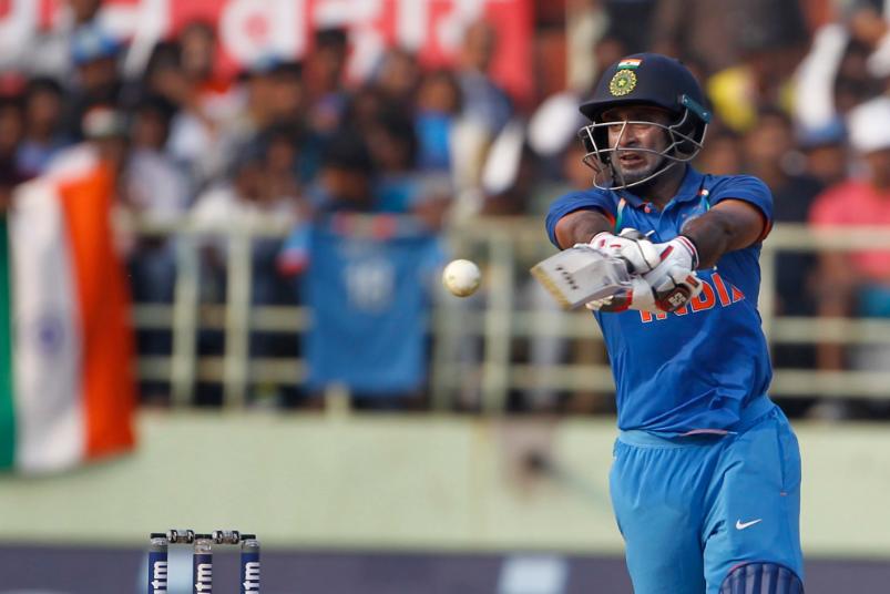 INDvsWI, दूसरा वनडे: विराट कोहली ने टाई मैच के बाद किया कुछ ऐसा जीता विंडीज फैंस का दिल 4