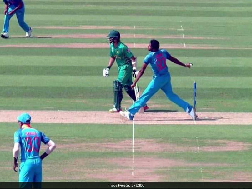 आईपीएल 2019: अंतिम ओवर में एमएस धोनी को नो बॉल डालना जसप्रीत बुमराह को पड़ा महंगा, सोशल मीडिया पर खूब उड़ा मजाक 4
