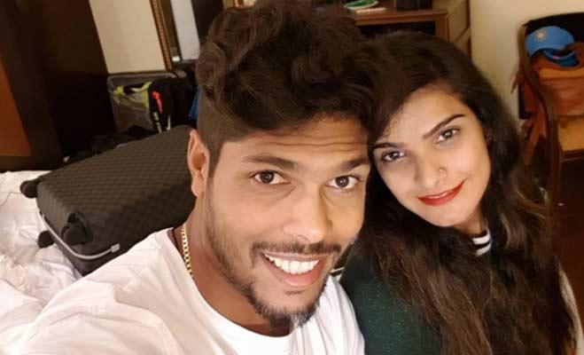 हैदराबाद टेस्ट जीत के हीरो रहे उमेश यादव को मैच देखने आई खूबसूरत लड़की से हुआ प्यार 14
