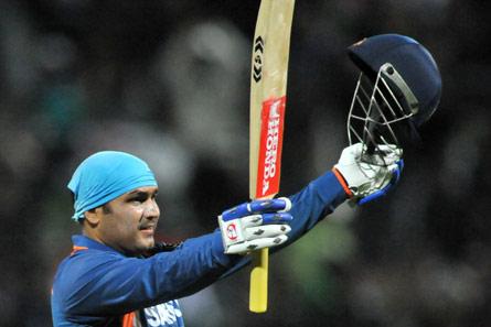 दिग्गज भारतीय क्रिकेटर जिन्होंने लक्ष्य का पीछा करते हुए लगाया सबसे तेज शतक 2