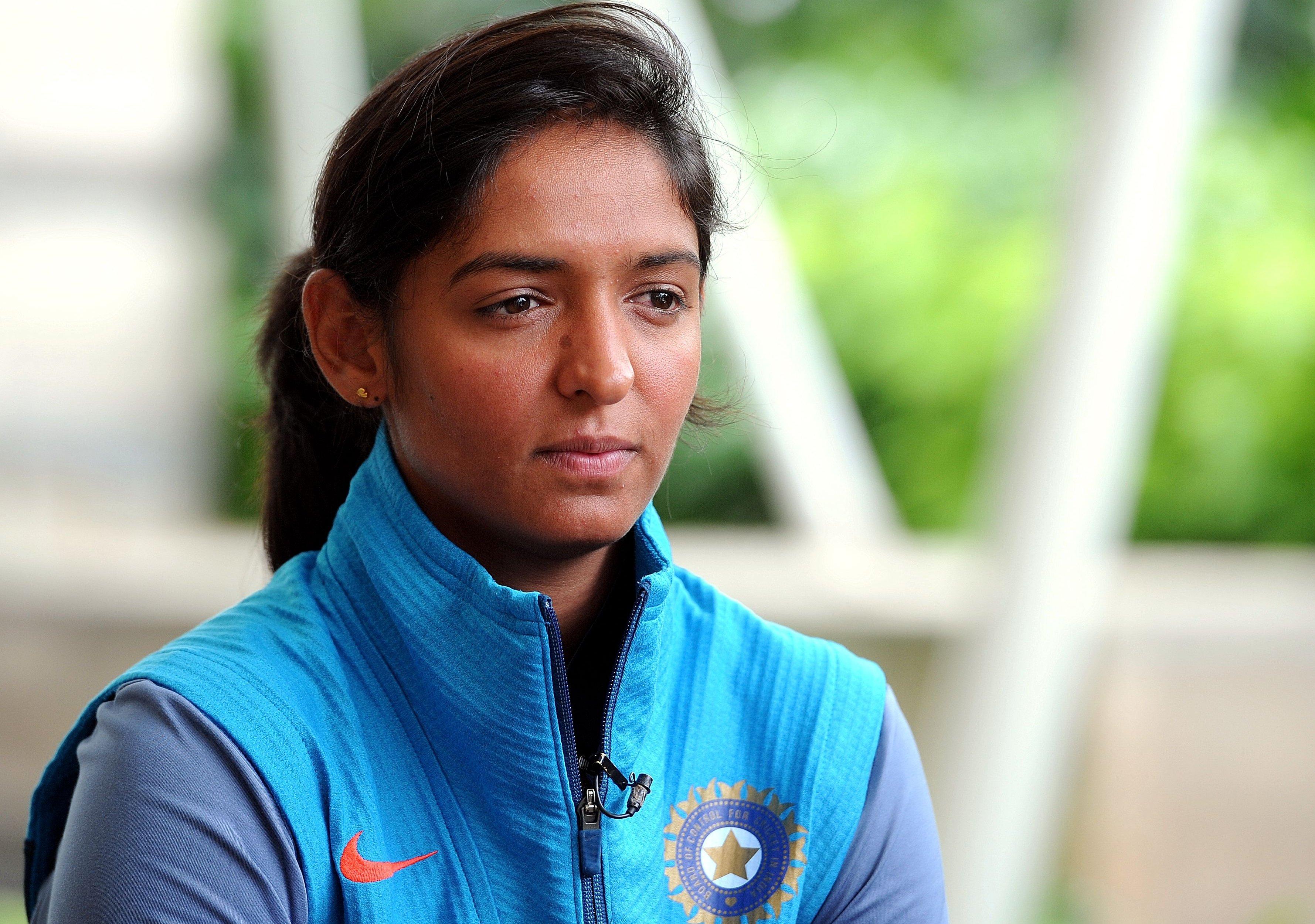ICC Women's WT20: सेमीफाइनल में भारत के हार के बाद हरमनप्रीत कौर पर फूटा प्रशंसको का गुस्सा, कौर की इस गलती को ठहराया जिम्मेदार 1