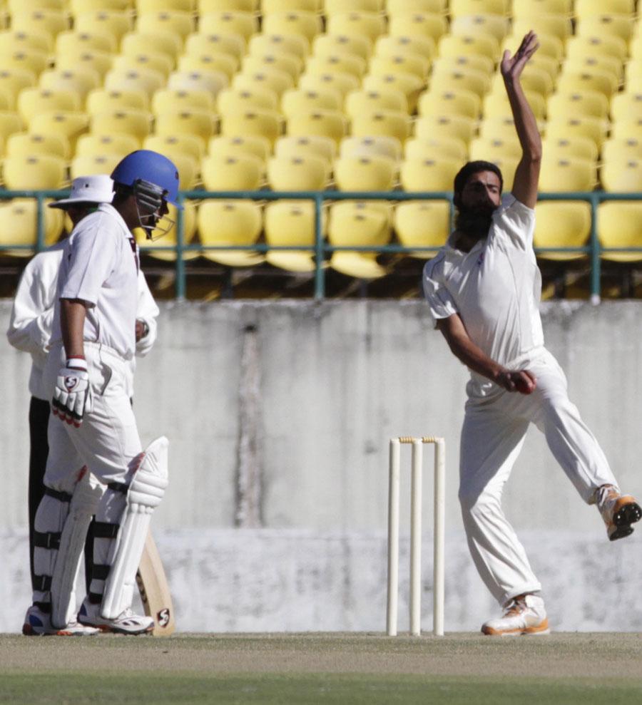 रणजी ट्रॉफी: W W W W के साथ जम्मू और कश्मीर के इस गेंदबाज ने 4 गेंदों पर 4 बल्लेबाजों को भेजा पवेलियन, रंग लाया इरफ़ान पठान की मेहनत 1