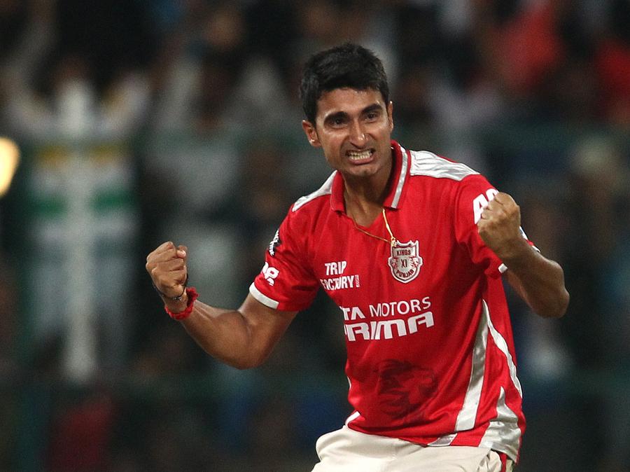 इंडियन प्रीमियर लीग 2014: सबसे बेहतरीन गेंदबाजी स्ट्राइक रेट 15