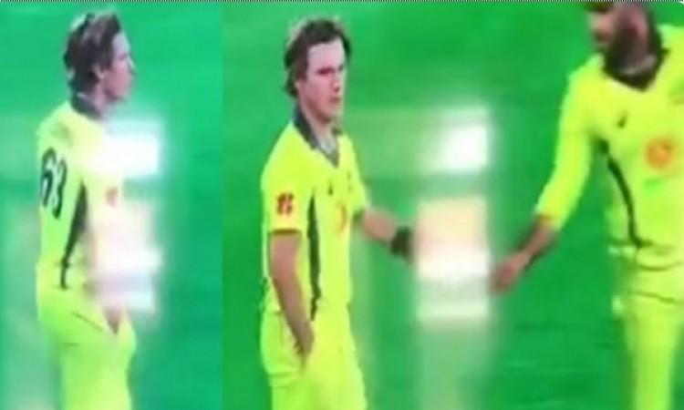 VIDEO: स्मिथ और वार्नर के बाद अब इस दिग्गज ऑस्ट्रेलियाई खिलाड़ी ने सरेआम की गेंद के साथ यह हरकत, 'बॉल टेम्परिंग' का हुआ शक 11